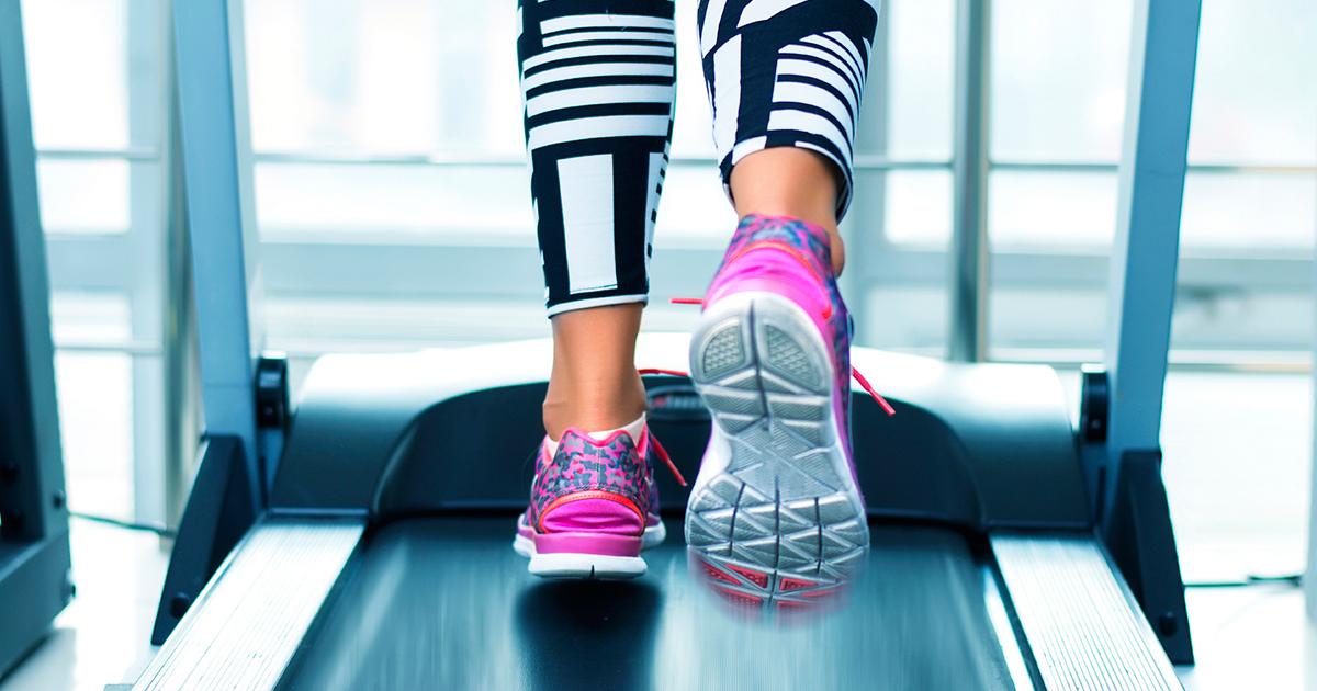 3 способи спалити більше 200 калорій на біговій доріжці