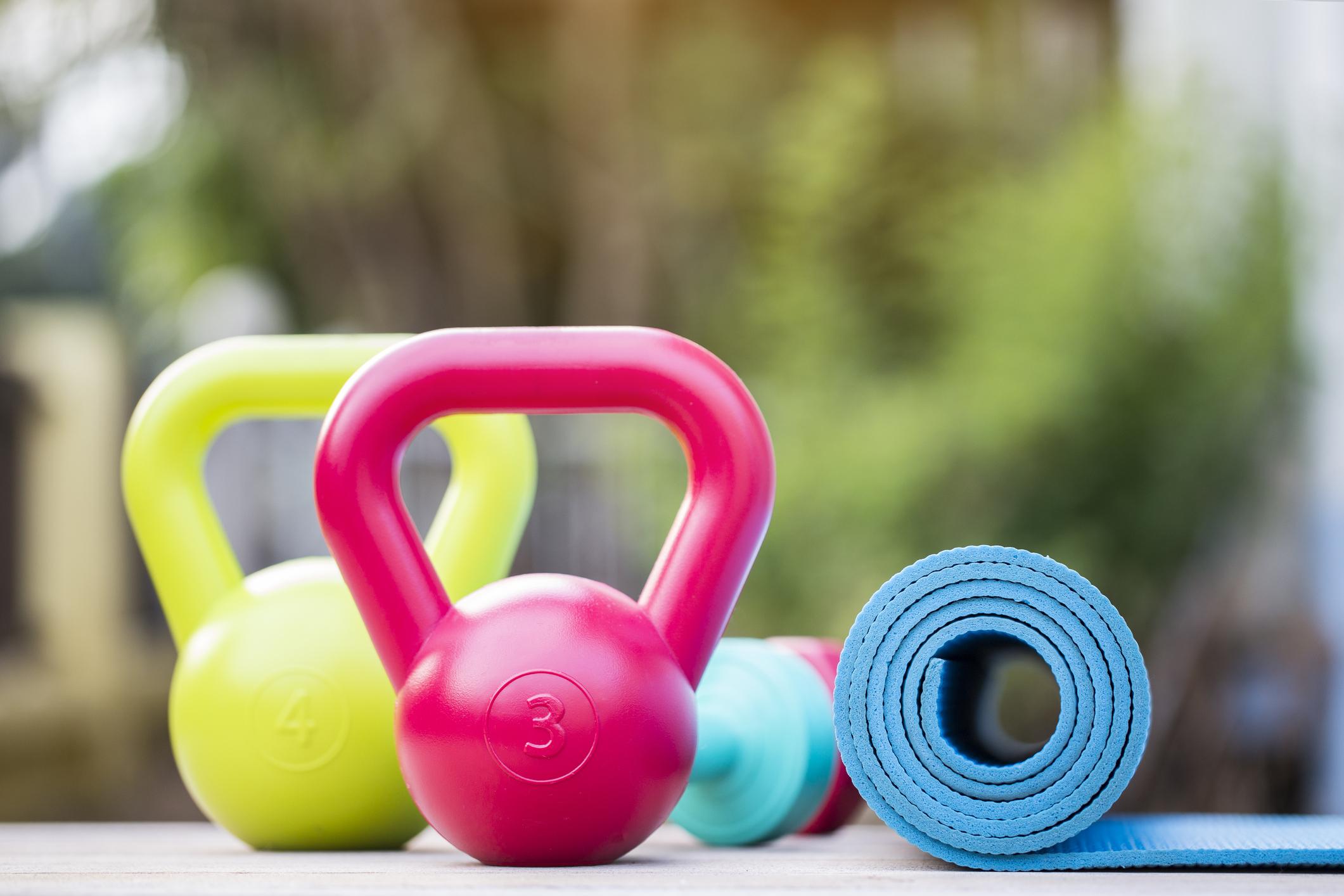 15-хвилинне тренування з двома гирями, яка зміцнить ваше тіло