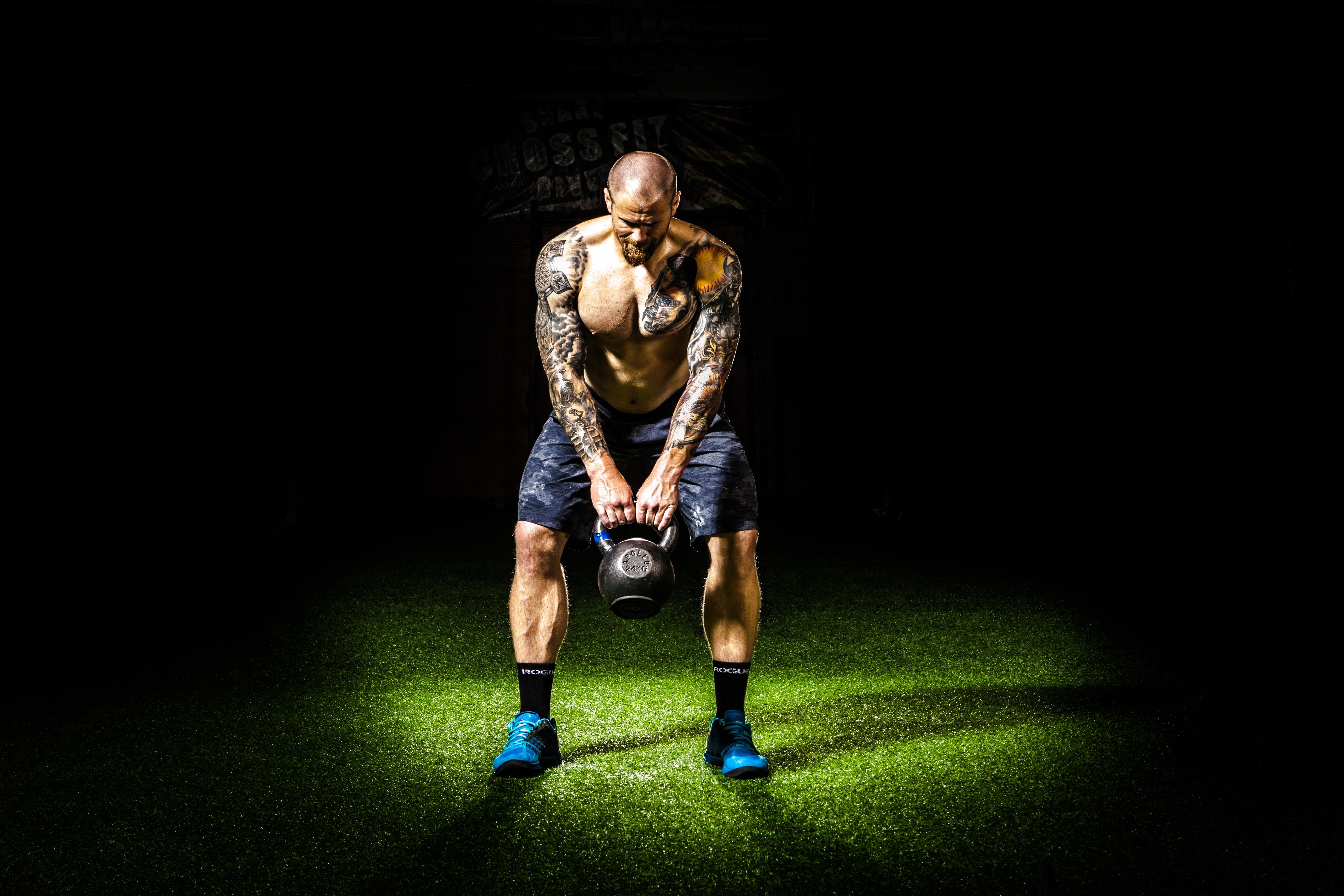 4 ексклюзивних вправи з гирями для ніг і сідниць