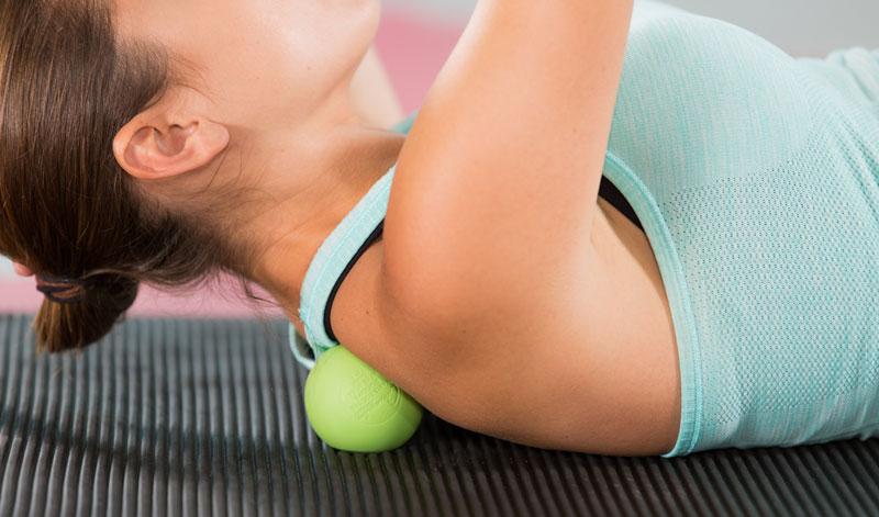 9 вправ з тенісним м'ячем, які допоможуть відновити м'язи
