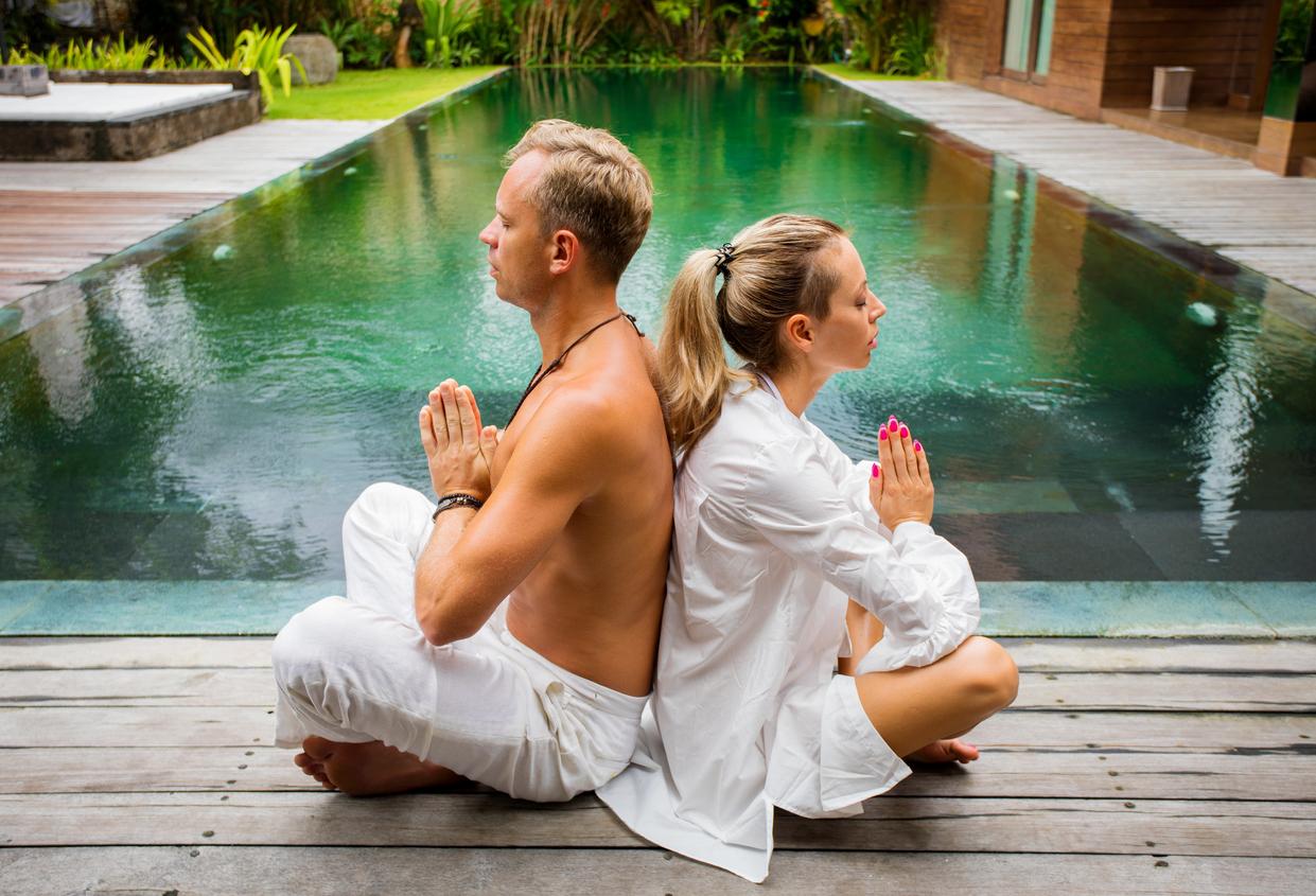 7 поз парної йоги для початківців, які допоможуть стати ближче