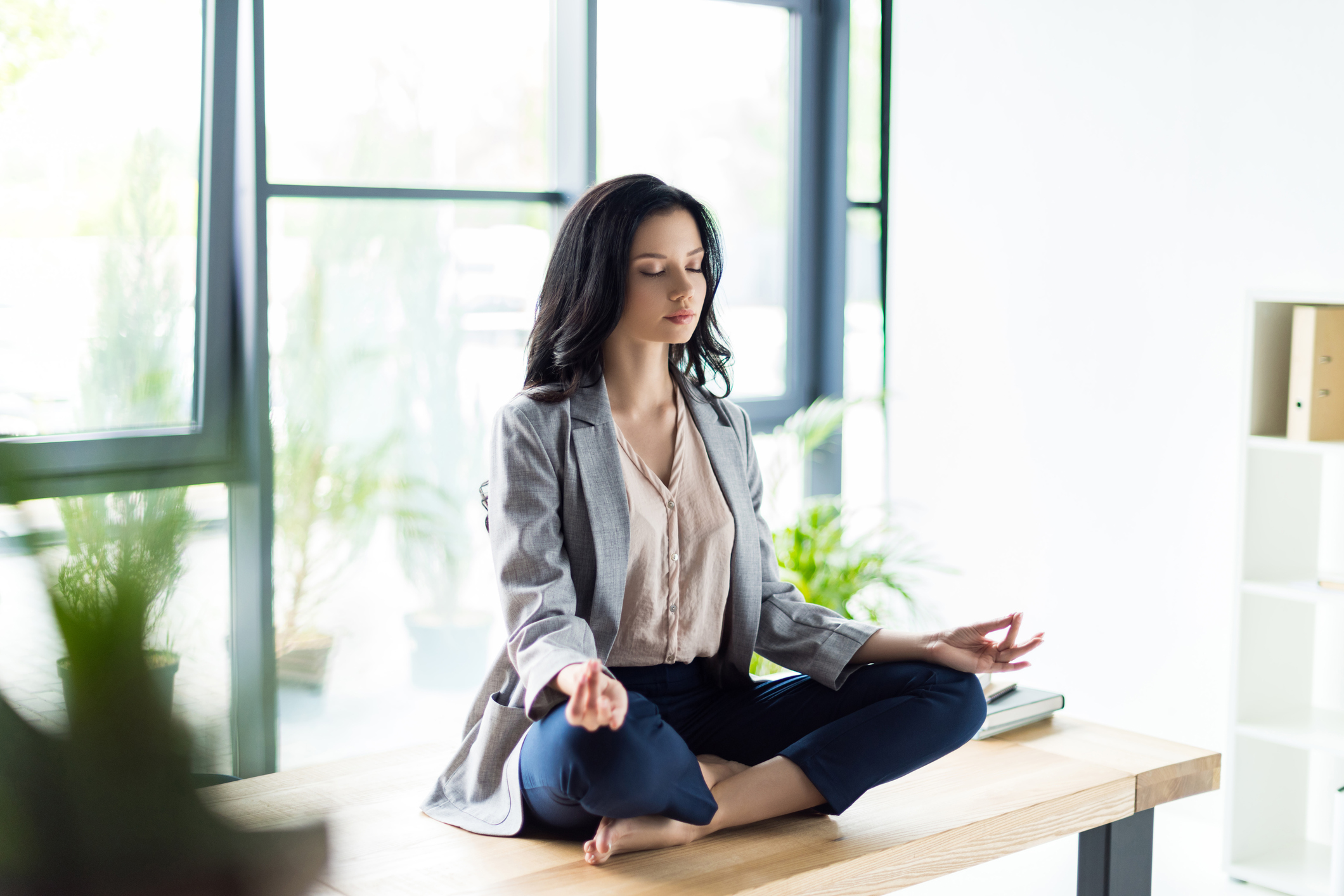 10 хвилинну перерву на йогу, який можна робити навіть в офісі