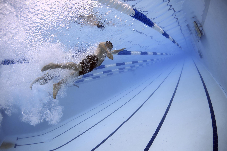 6 вправ у воді, допомагають зміцнити м'язи преса