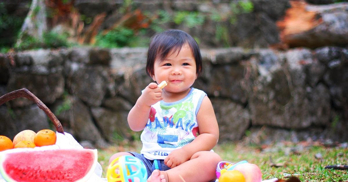 5 ознак, що дитина готова до переходу на новий етап годівлі