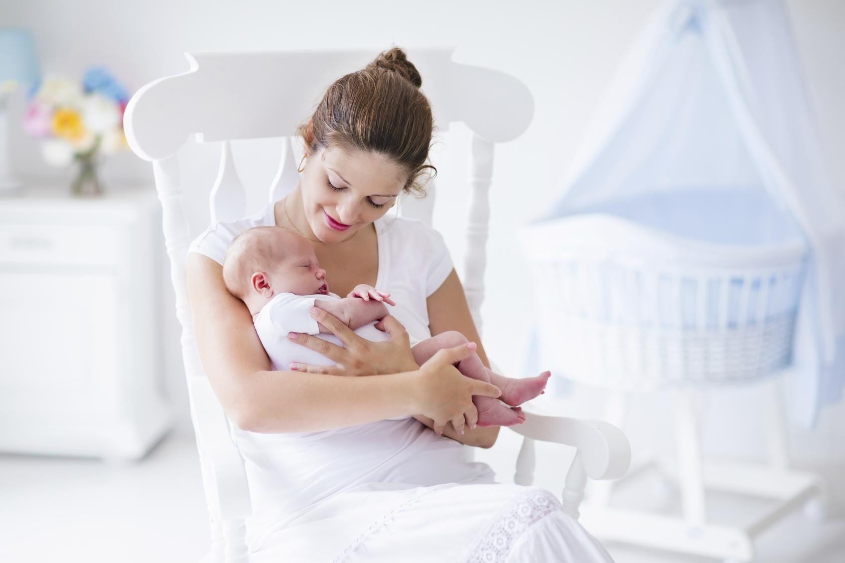 Як допомогти немовляті позбутися від гикавки
