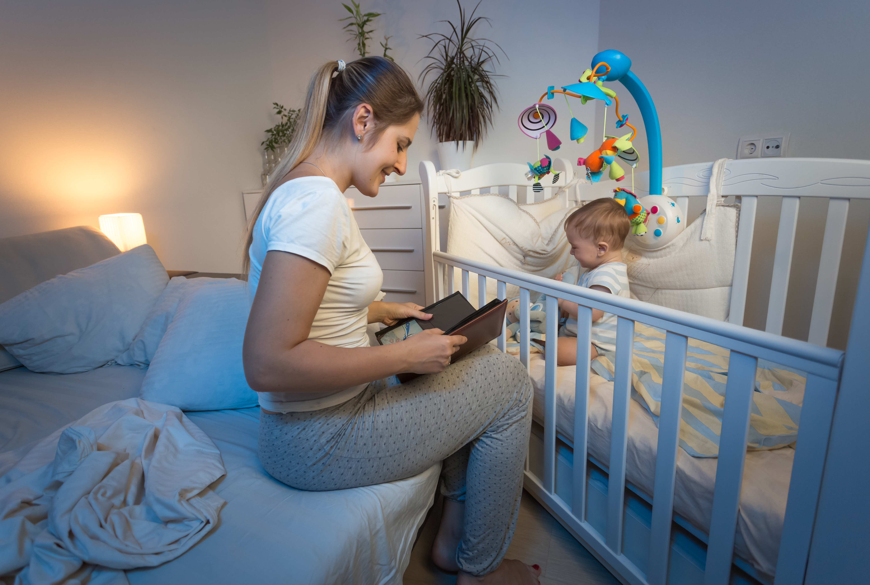 Як привчити дитину спати в ліжечку