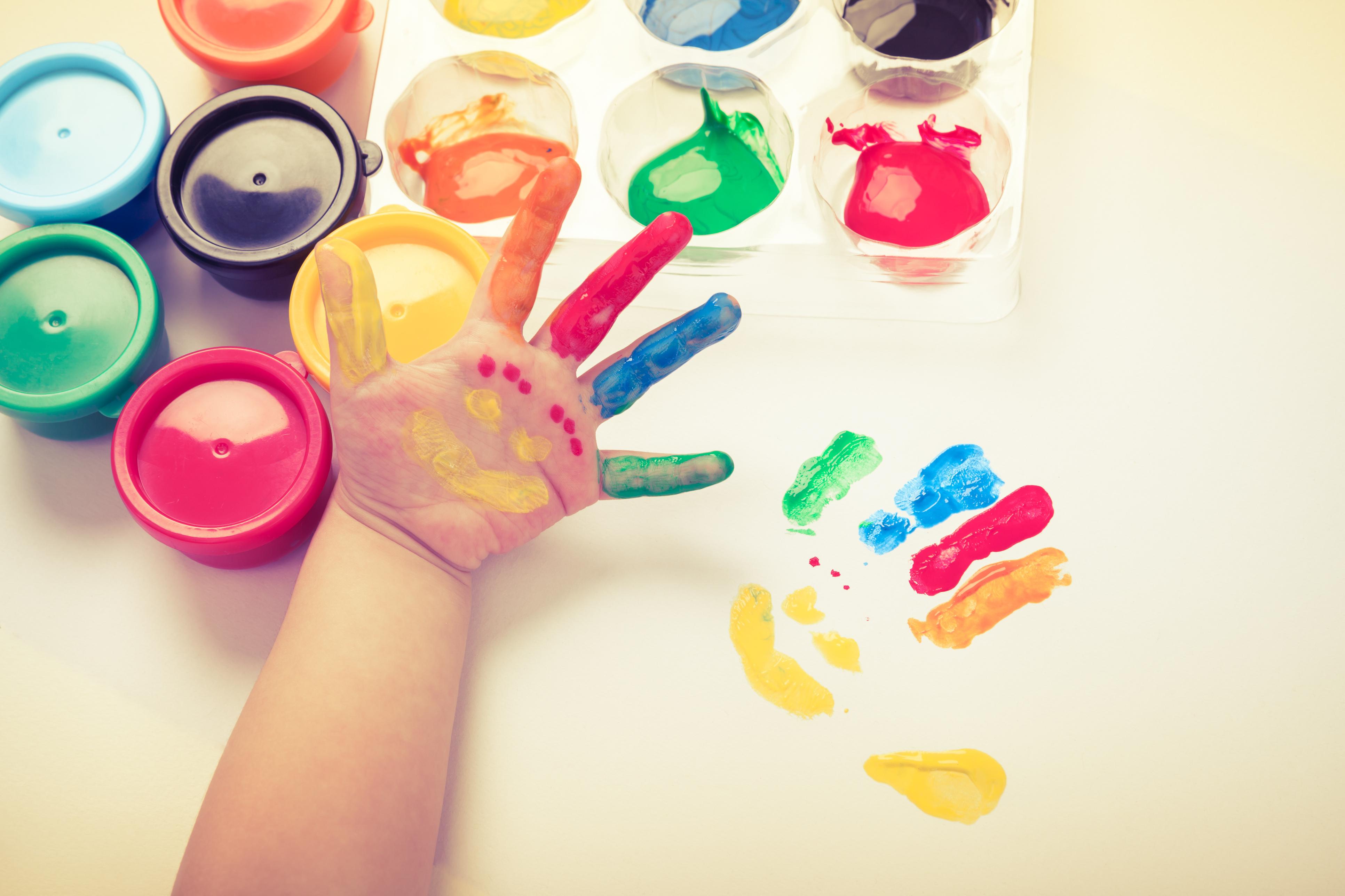 Безпечні фарби для дітей: як правильно вибрати продукт для творчості