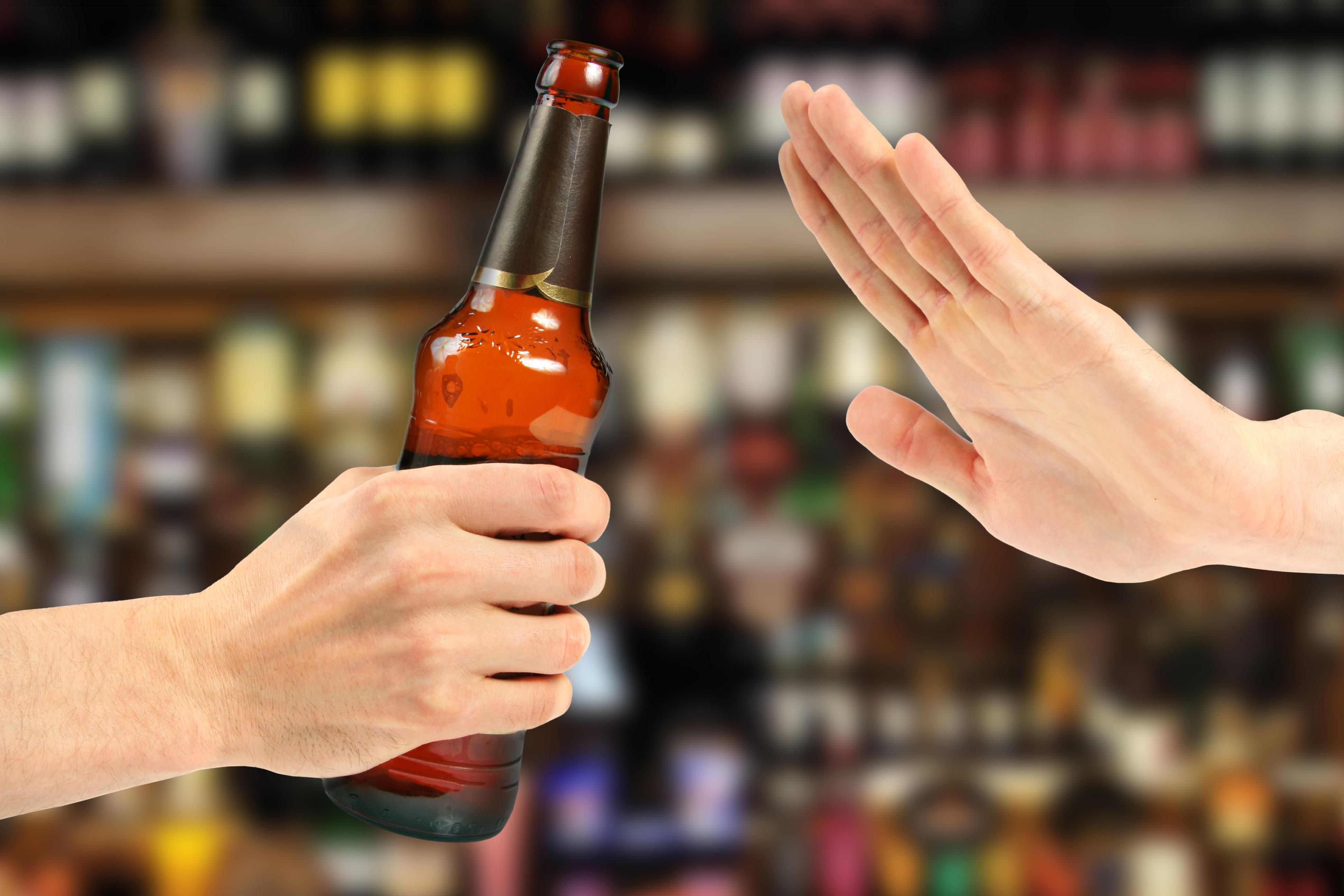 Кожен третій підліток XXI століття уникає алкоголю, дослідження