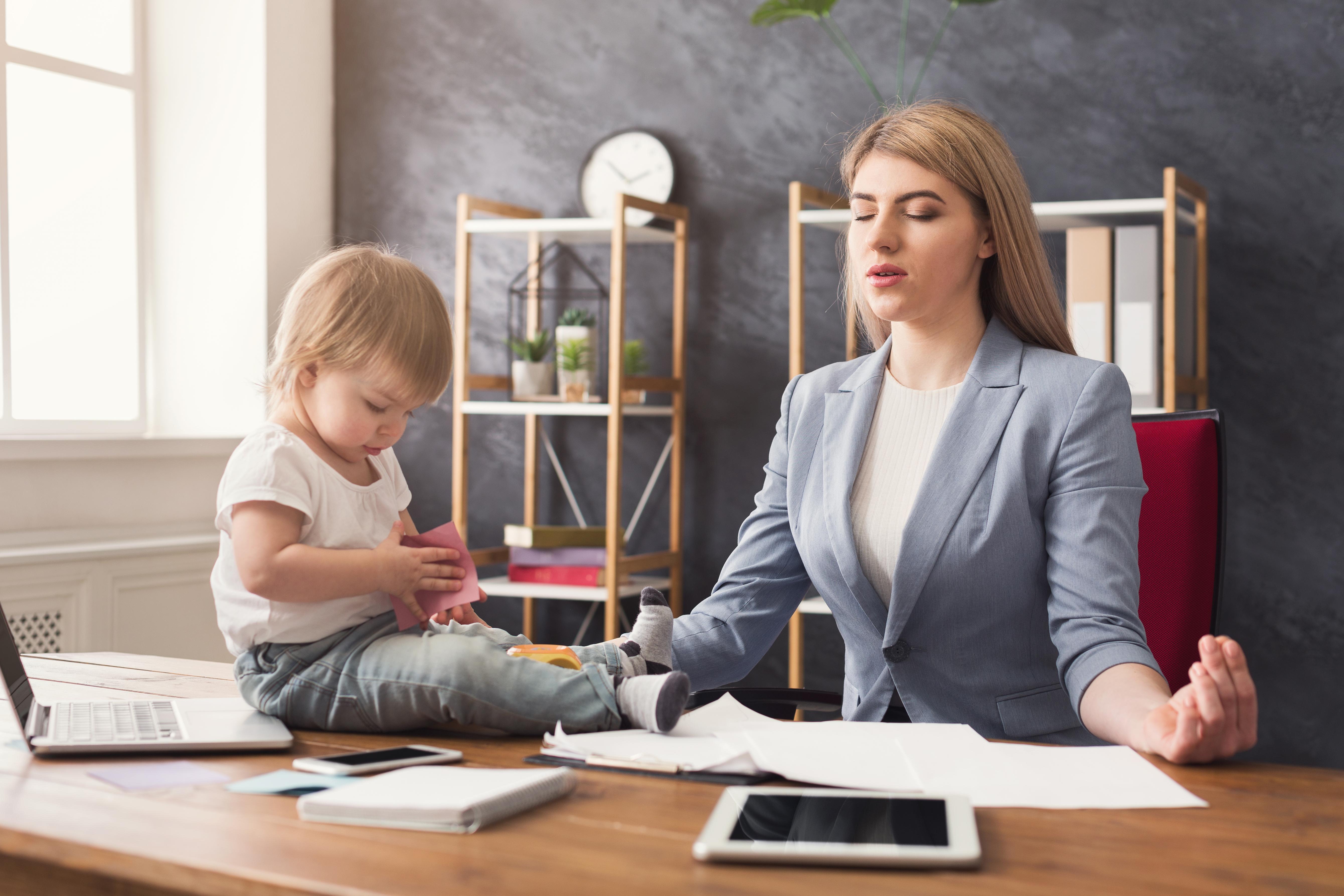 Як вижити в декреті: 5 способів, якими мами можуть подбати про себе