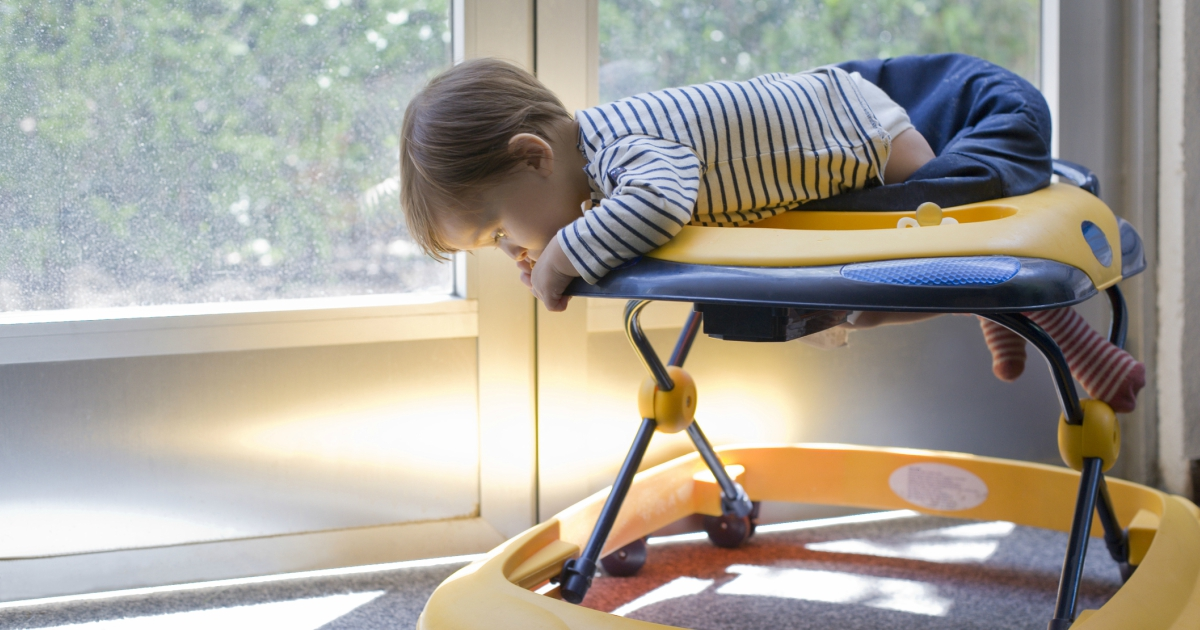 Лікарі пропонують заборонити дитячі ходунки: в чому їх шкоду
