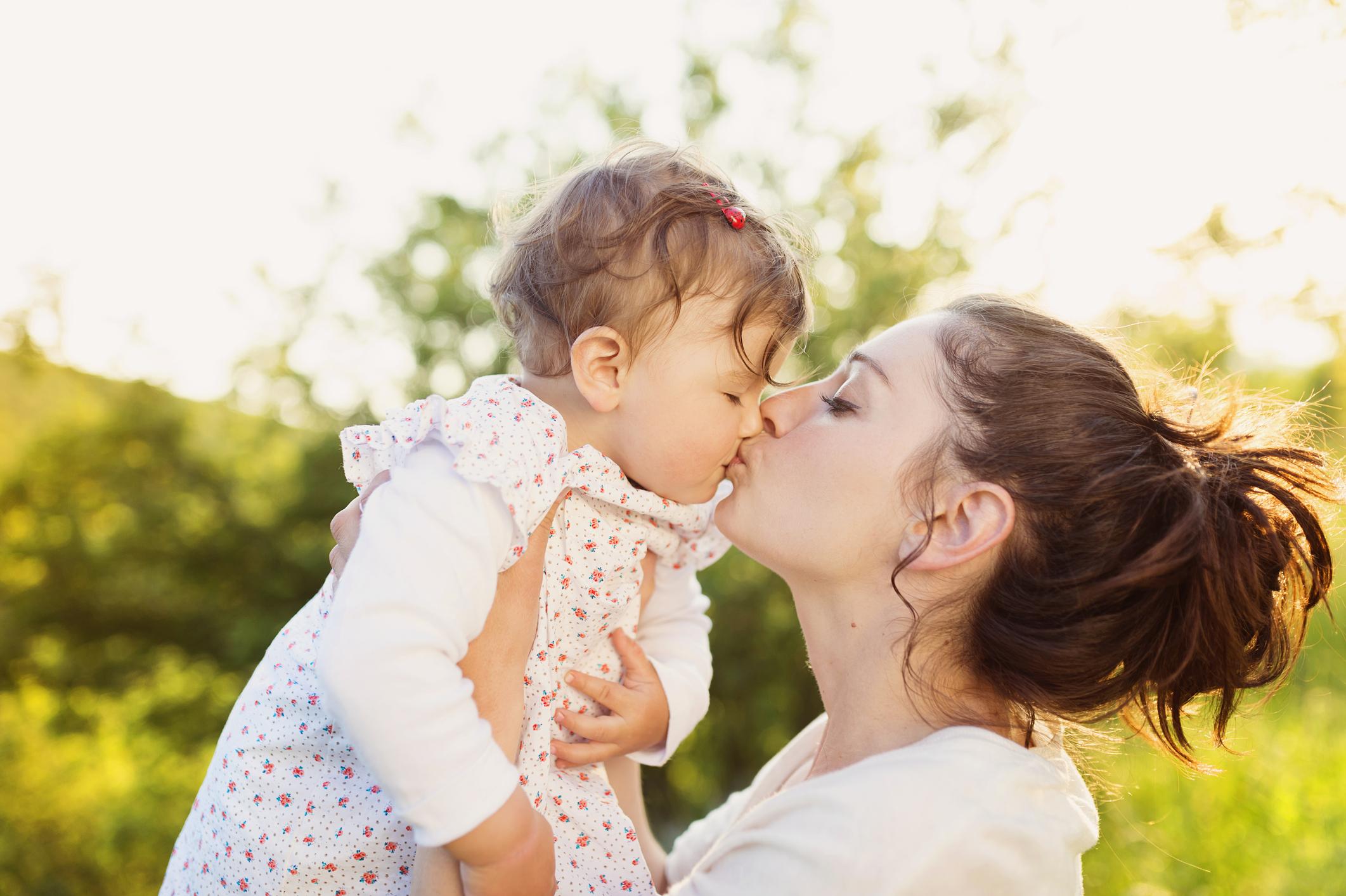 Кожна п'ята мама вважає, що діти з'явилися в її житті занадто пізно, – опитування