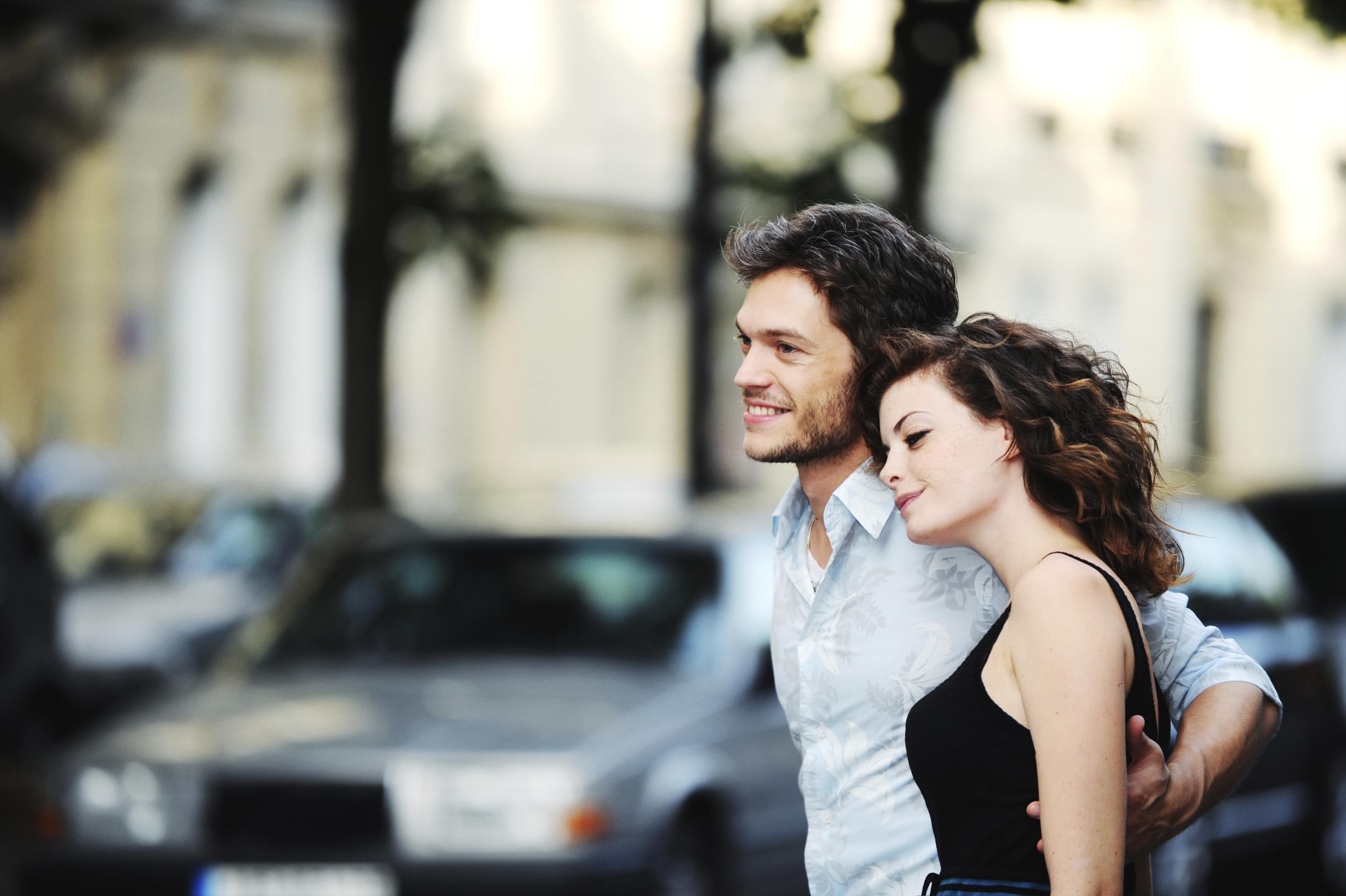 Чому дорослим чоловікам так подобаються 18-річні дівчата