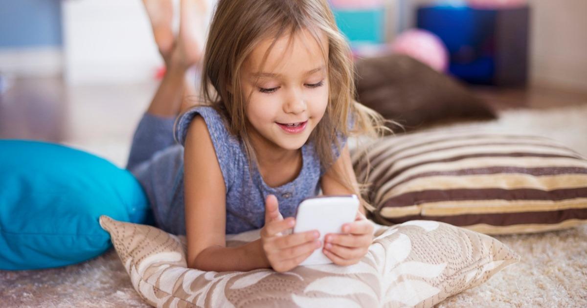 """Корисний гаджет: 6 """"німих"""" телефонів, якими можуть користуватися діти"""