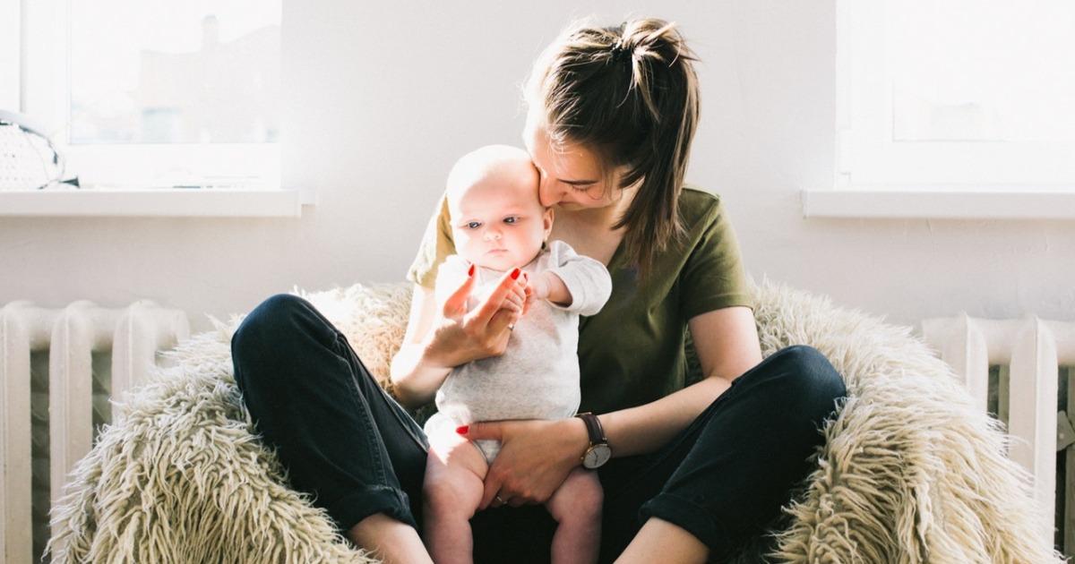 5 дуже дивних думок про мам в декреті