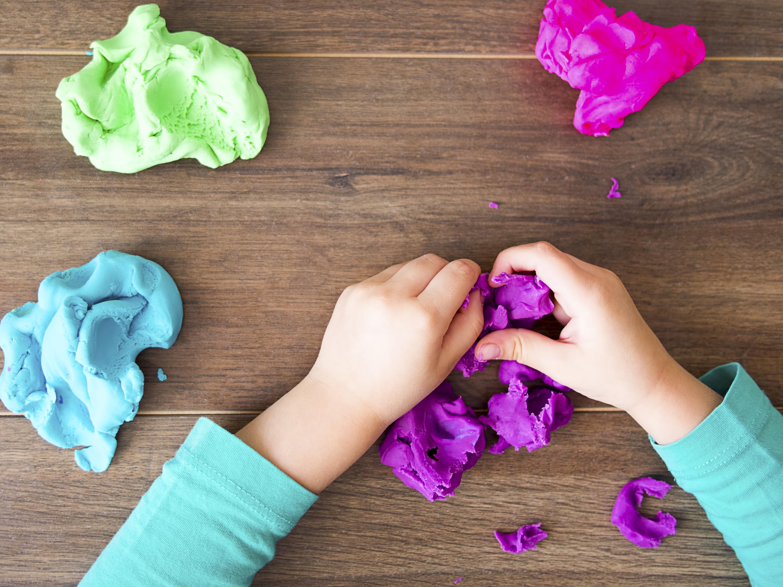 Як приготувати для дитини пластилін в домашніх умовах