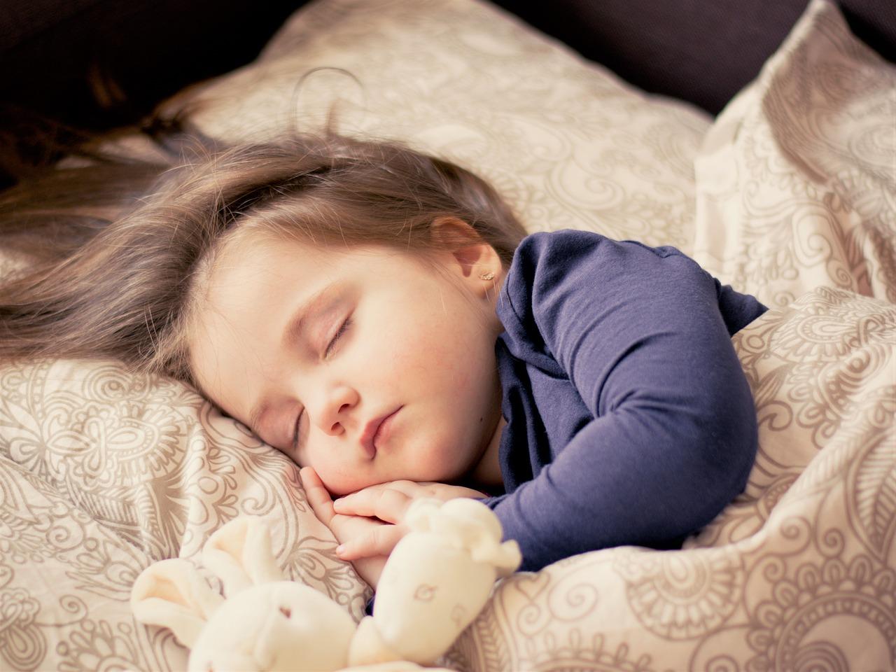Топ-10 науково обґрунтованих порад, які допоможуть дитині краще спати