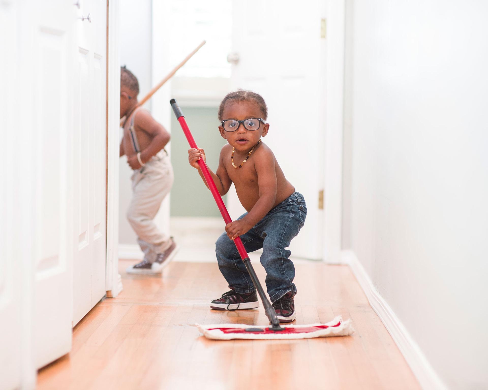 Прості обов'язки, яким важливо навчити дитини 7-9 років