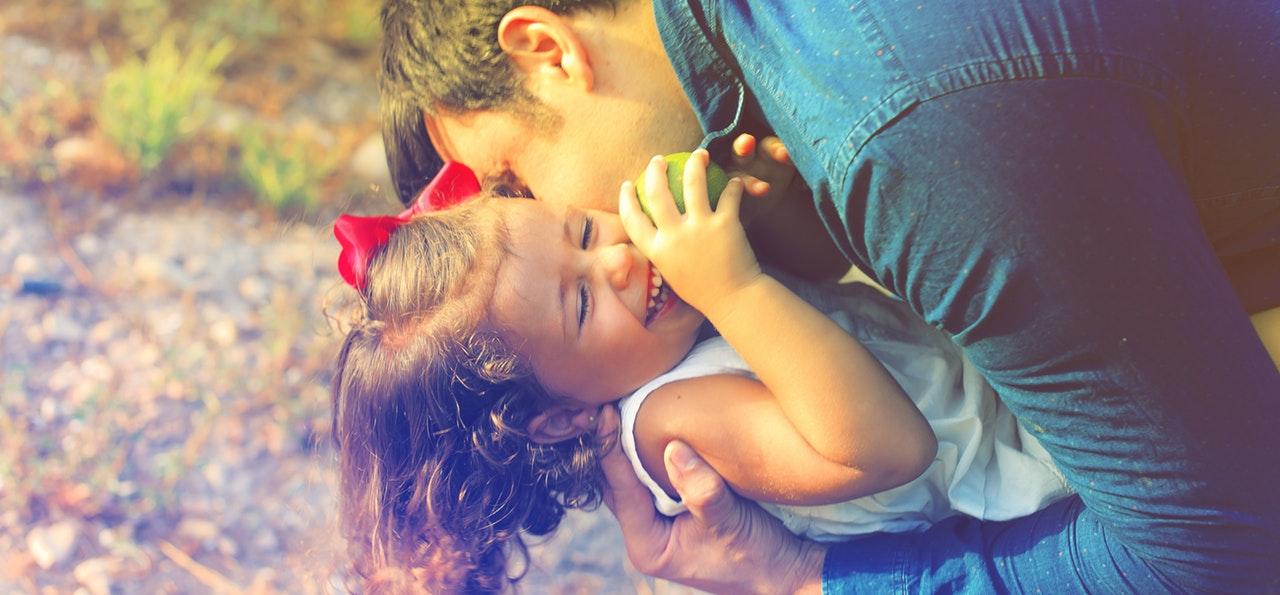 Корисні поради про обіймах дитини з родичами