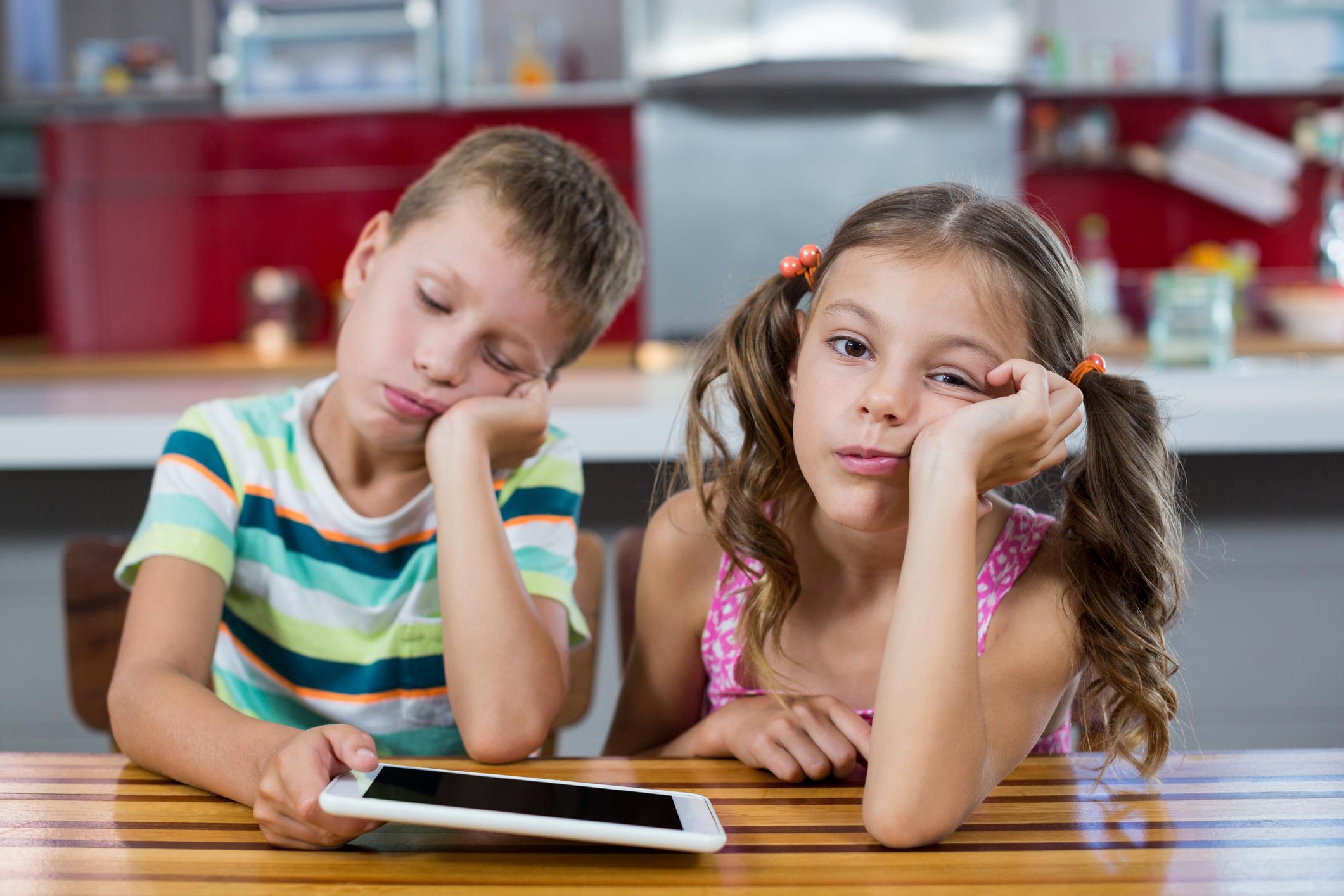 Ефективні лайфхаки, коли дитина скаржиться і сумує