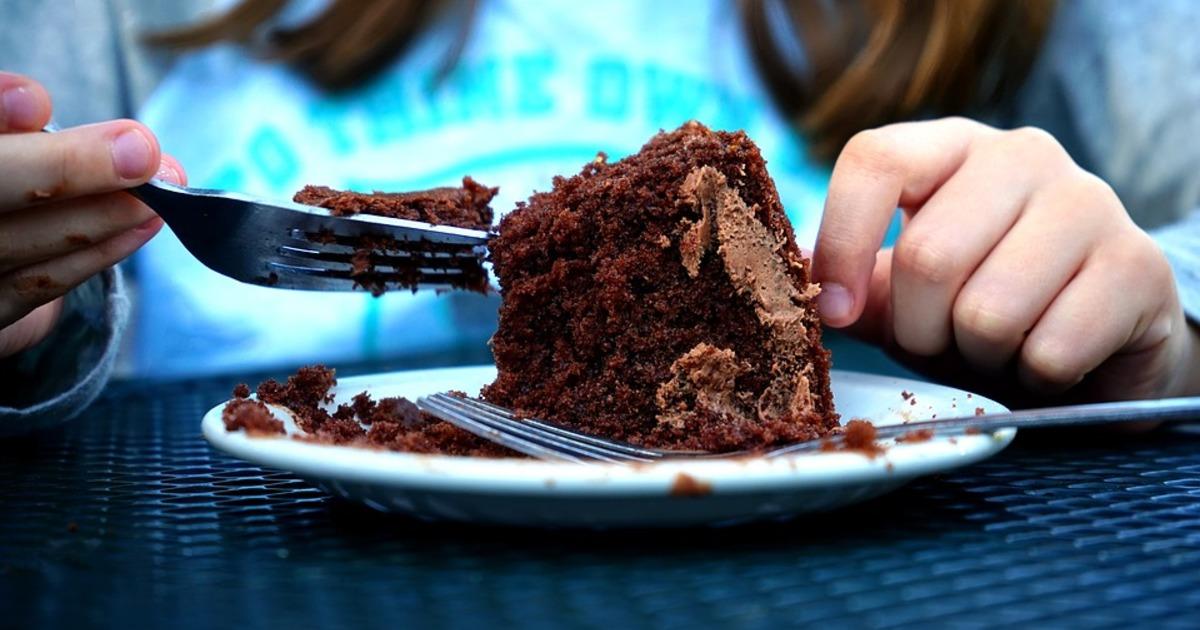 Чому постійно хочеться солодкого: 4 найбільш частих причини