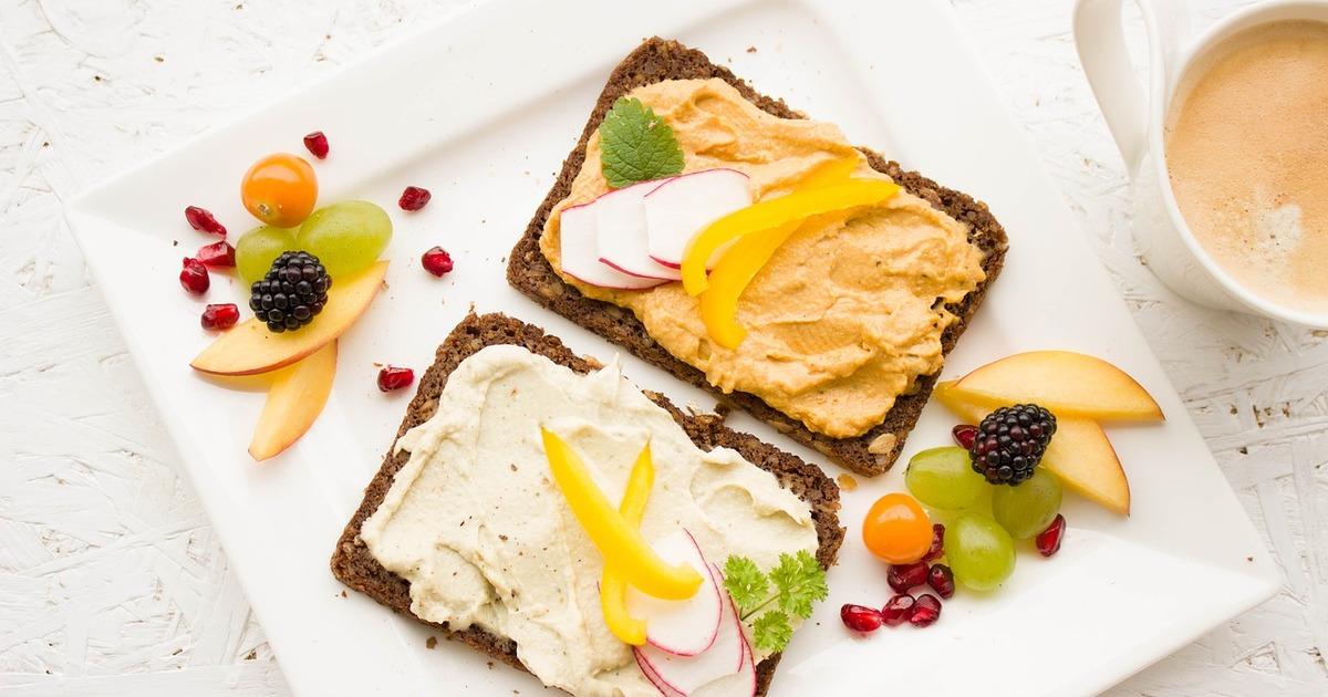 Здоровий сніданок: все, що потрібно знати про самому головному прийомі їжі за день