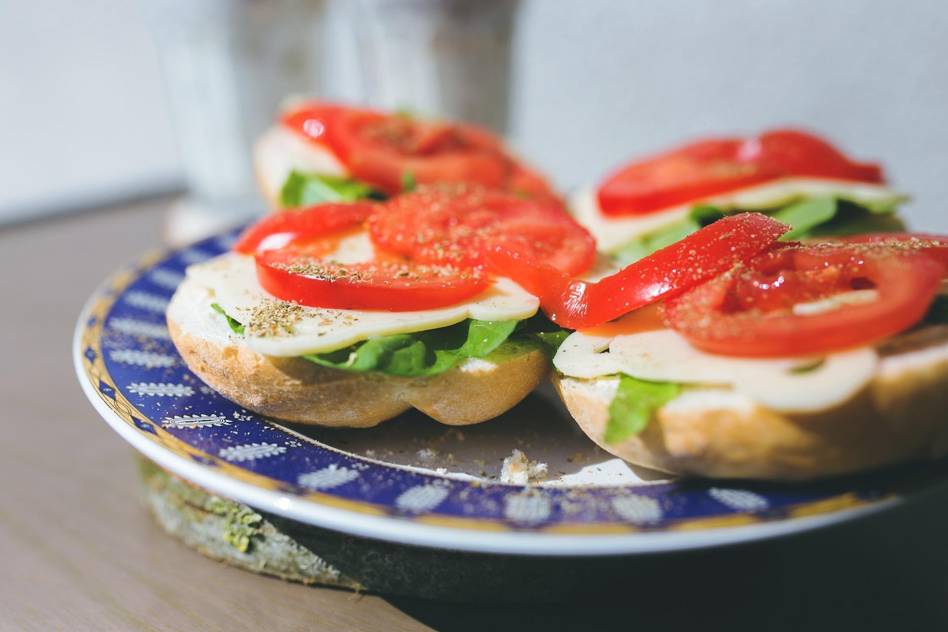 Закуски на швидку руку: рецепти бутербродів на випадок раптового голоду