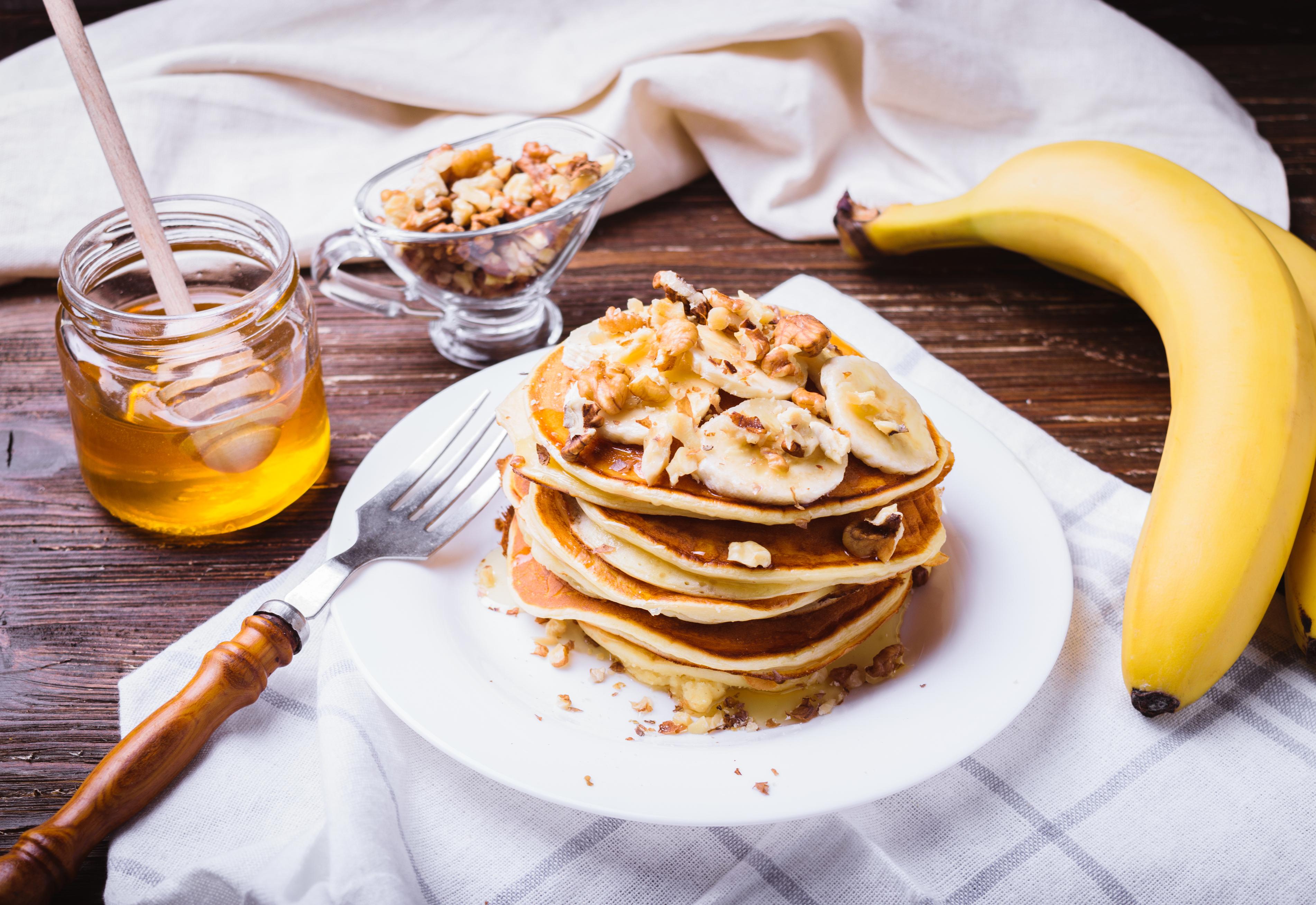 Здоровий сніданок: млинці з соусом з авокадо