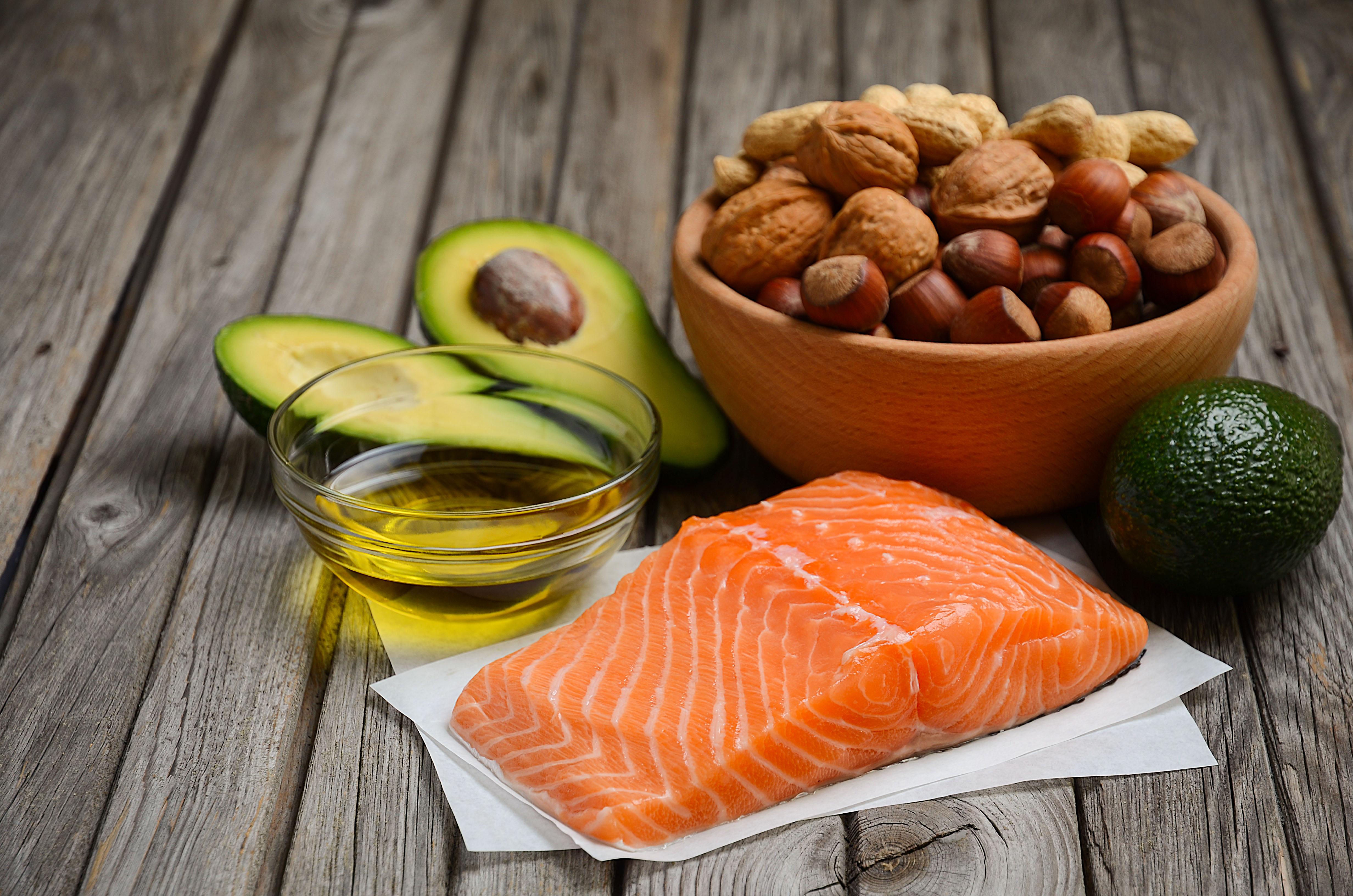 Дієта з високим вмістом насичених жирів здатна блокувати в мозку сприйняття ситості