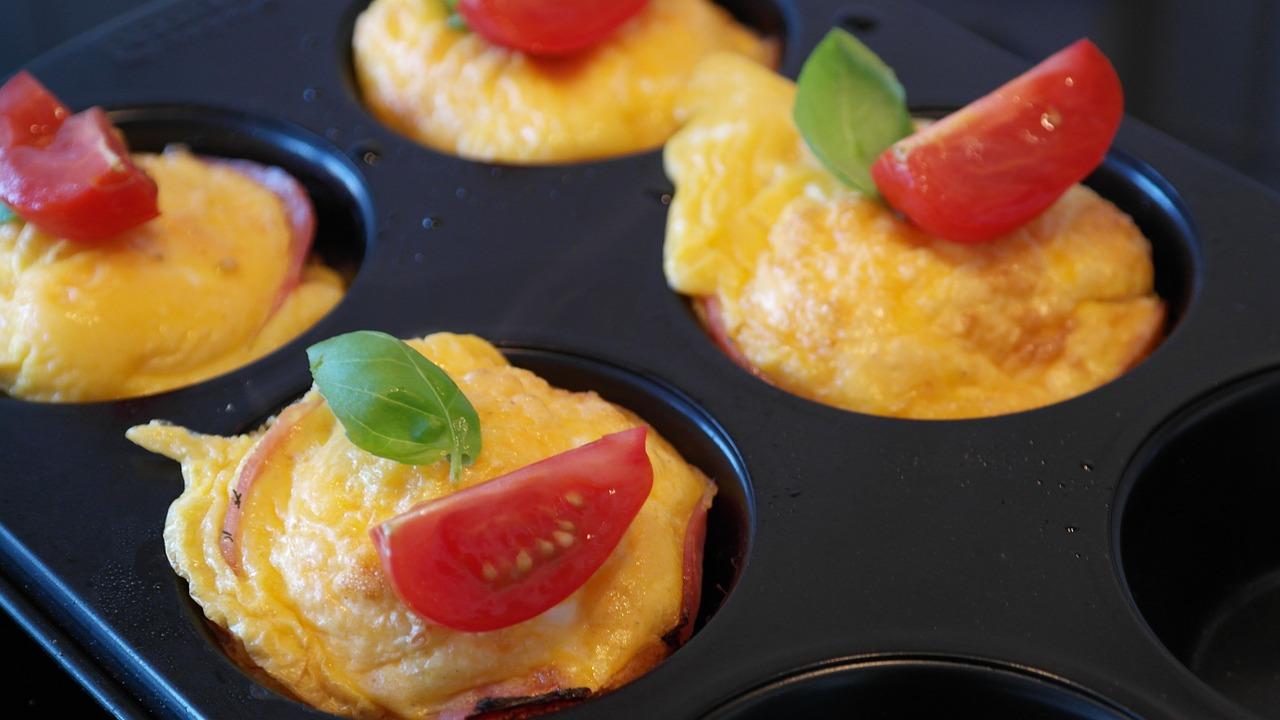 4 простих рецепта яєчних маффінів на сніданок