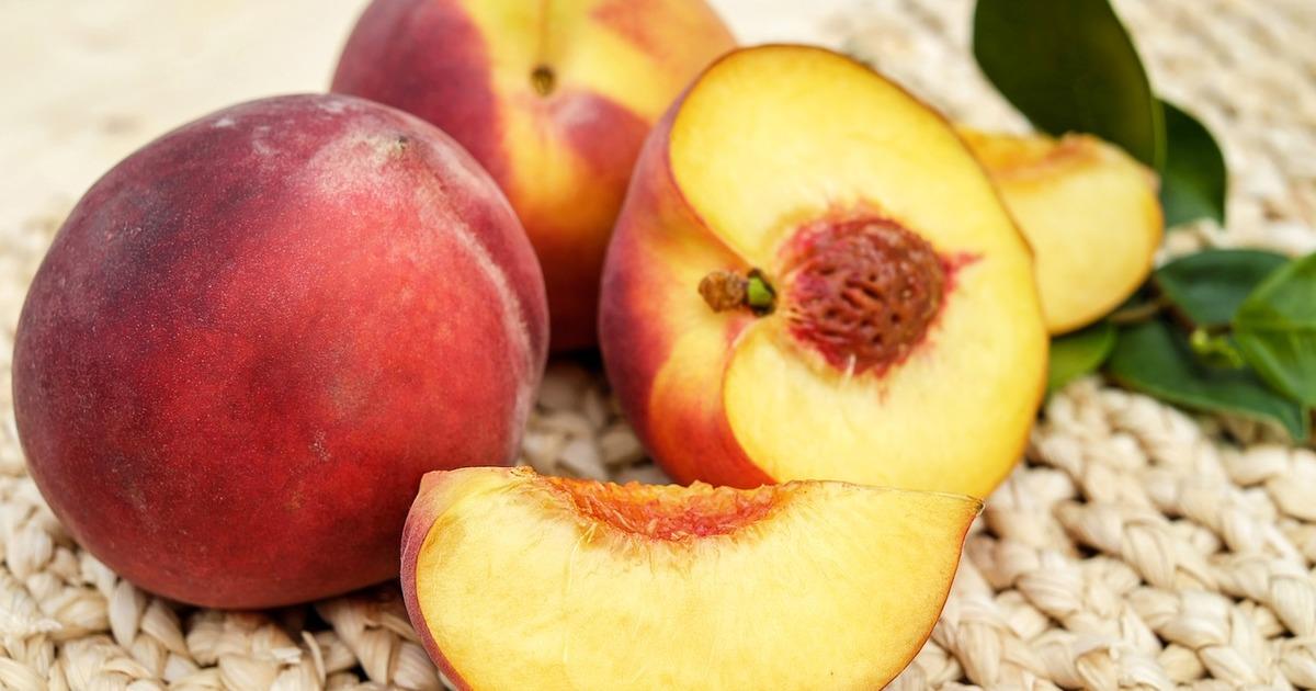 4 рецепти з персиків і абрикос, які ви зобов'язані спробувати влітку