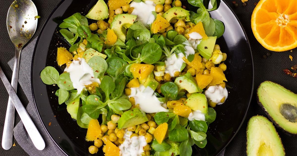 Приголомшливо корисні салати з авокадо, які покращують здоров'я